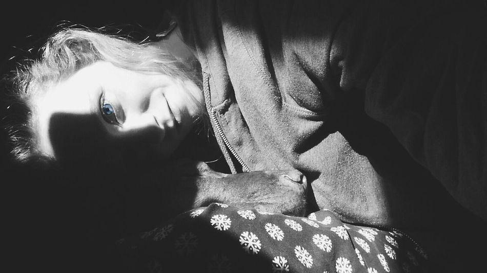 Silhouette Black And White Blackandwhite Bedroom The Places I've Been Today I Love My Dog Blue Eyes Big Blue Eyes BlueEyes Blue Eyed Girl
