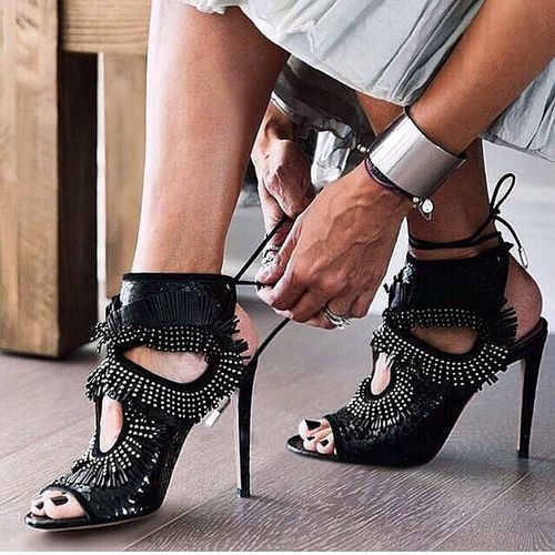 Repost from @marieclairetr Marieclairetr Fashion Fashionblog Fashionista fashionblogger style shoes styles stylish streetfashion igers instablog instablogger instalike instalove instastyle instafashion all_shots tagsforlikes night party