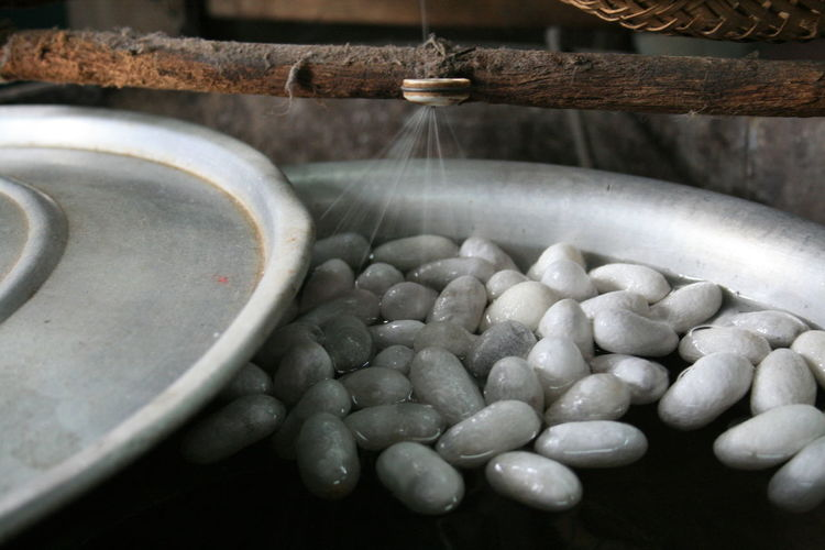 Water flowing on food in container