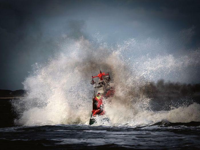 SAR, Boot, rescue, Wellen, Seenotrettung,