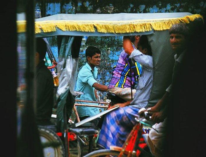 5 people , 4 vehicles Whpfilltheframe Everydayasia Everydaybangladesh Faces Vscocam VSCO Bangladeshigram Voicesofbangla Naturalbangladesh