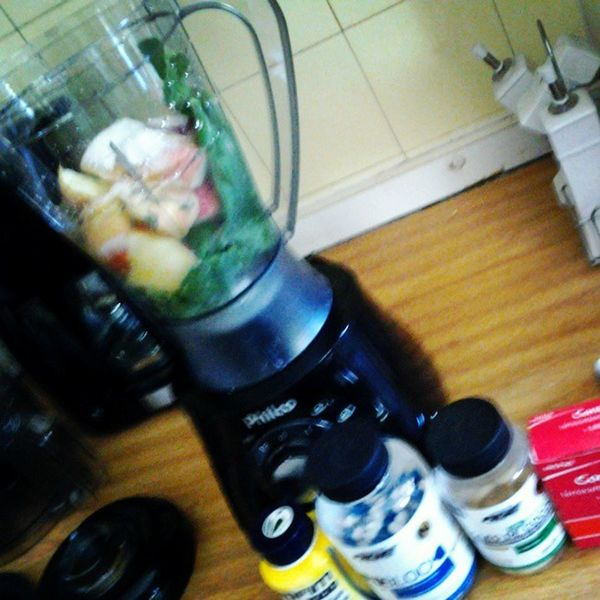 Suco da folha de couve e maça, suplementos e sulfato ferroso. Fica a dica meninas. Maravilhoso! Lipofim Lipoblock óleo de coco Levedo de cerveja sulfato ferroso.