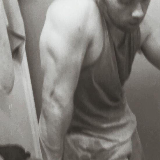 Black & White Post Workout Arm Sweat