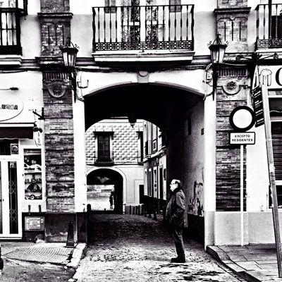 Ciudad Urban Sevilla Black And White Blackandwhite Movilgrafias Streetphoto_bw Bw_collection People Streetphotography