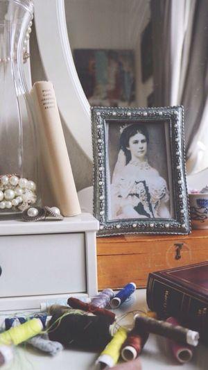 my desk = mess 🙄 Photoframe Photography Empress Kaiserin Elizabeth Stitch Necklace Love Mirror // 290316