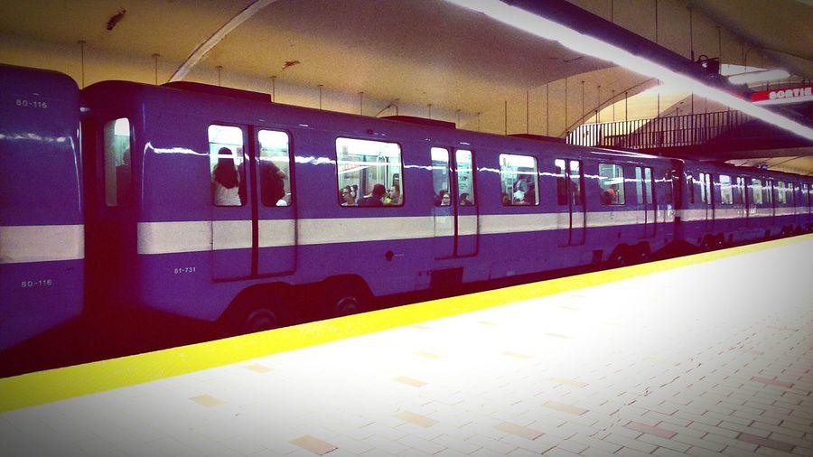Montréal Urban Life Underground Commuting Public Transportation Cityscapes