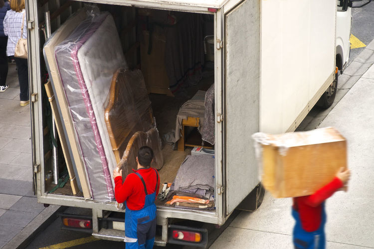 removal truck and delivery man Box Delivery Delivery Service Service Stack Worker Coucher De Soleil Labor Messenger Occupation Outdoors People Real People Removal Truck Vehicle Worker At Work Workers At Work