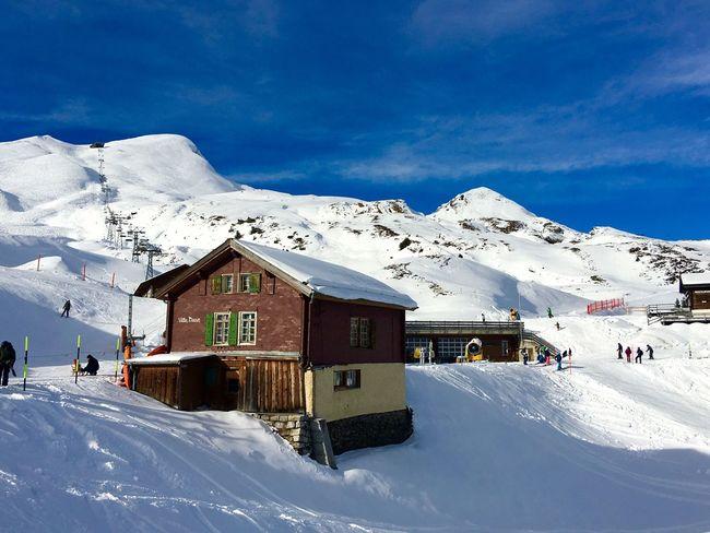 Wengen Kleine Scheidegg 🇨🇭 Switzerland Jungfrau - Top Of Europe Landscape_photography Landscape Traveling Photography Traveling Snow ❄ Architecture Blue Sky