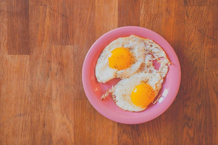 'morning | Morning Morning Rituals Good Morning! Eggs Breakfast Simplicity Learn & Shoot: Simplicity Lunch Food Food Photography Simplicity Egg Wood Pink Yellow Salt&pepper Pastel Power Fine Art Photography Neon Life Paint The Town Yellow