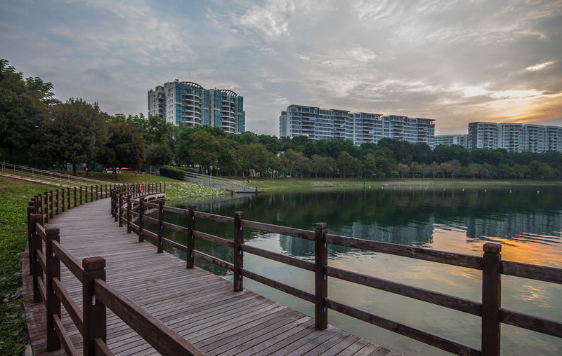 Bedok Reservoir, Singapore Bedok Bedokreservoir Dusk Highrisebuilding Publichousing Reflections Reservoir Residential District Sunset
