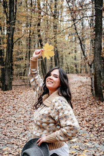 Portrait of a beautiful young woman, autumn, forest, outdoors.