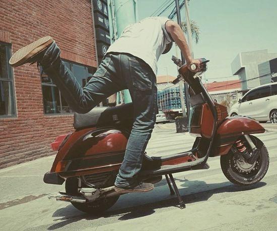 Jump Jumping Kick Start Bike Motorcycle Piaggio Vespa Italia
