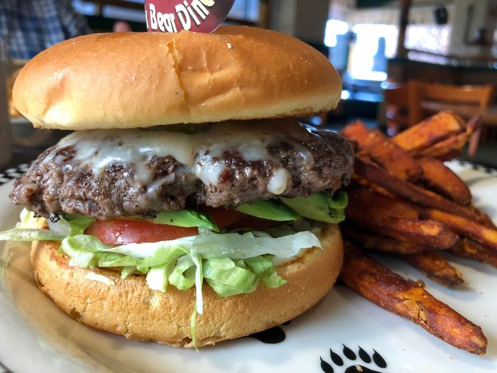 …gonna feast on this California #Burger. ;-) #🍔 #🥑 Cheese Burger Food And Drink Food Sandwich Burger Unhealthy Eating Ready-to-eat Hamburger Indulgence