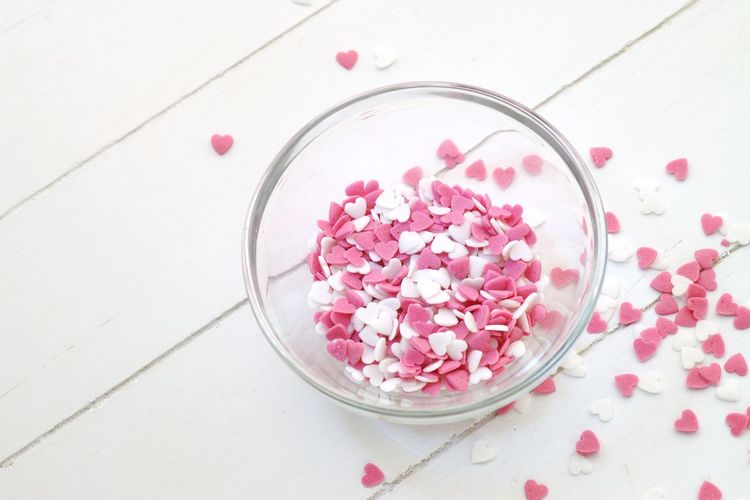 Sugar hearts in a bowl Süße Herzen Sugar Hearts Valentine's Day  Valentine Heart White Pink Sugar Heart Food And Drink Freshness Pink Color Food Fruit High Angle View Healthy Eating Sweet Food No People Bowl Studio Shot Table Wood - Material Close-up