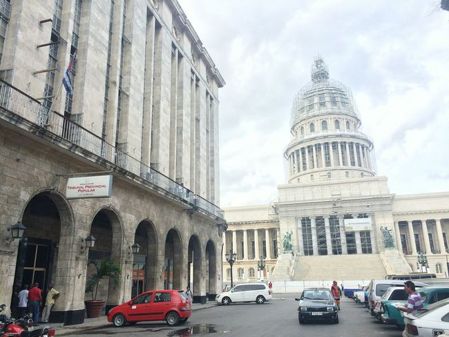 Tribunal provincial popular de La Habana (Court Of Justice of Habana) e El Capitolio (National Capitol Building in Habana, Cuba) Architecture Travel Destinations City Travel Building Exterior Courthouse Built Structure History Government Cloud - Sky Outdoors Day Sky Neighborhood Map