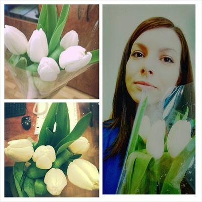 Еще и тюльпанов понадарили! День удался! французытожелюбятпоздравлять восьмоемарта такиедела