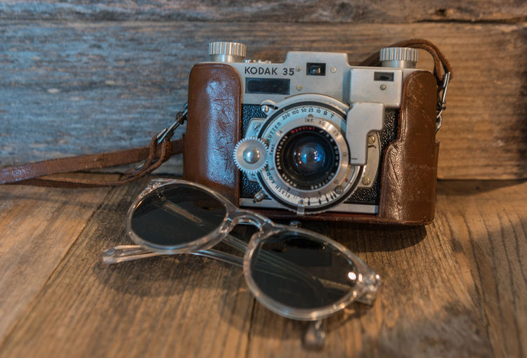 Vintage Kodal Camera Analog Antique Camera Camera - Photographic Equipment Close-up Day Indoors  Kodal Camera Leather Case No People Old-fashioned Photographic Equipment Photography Themes Retro Styled The 50's The Past Travel Photography Traveling