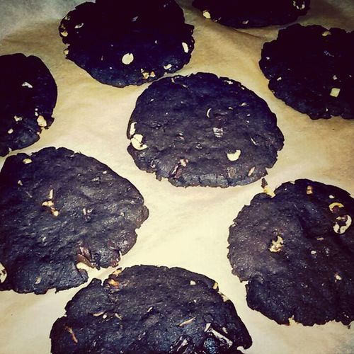 truely made the Perfect Vegan Veganfoodporn cookies. this is why they call me Princess Vegancookies i guess :D tons of chocolate and peanuts with dark cacao but still low fat! gave my mate oral Food Orgasm ♥