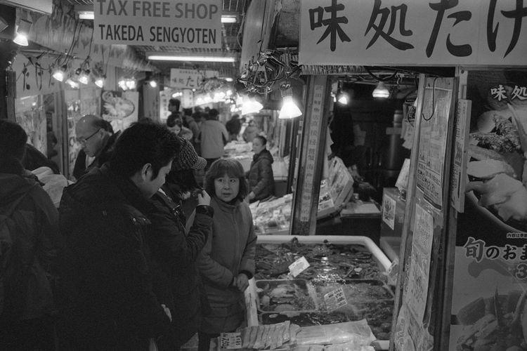 Adult Enjoying Life EyeEm EyeEm Best Shots EyeEm Gallery Fish Fujifilm Hokkaido Horizontal Japan Klasse Kodak Life Market People Street Street Photography Streetphotography EyeEm Diversity