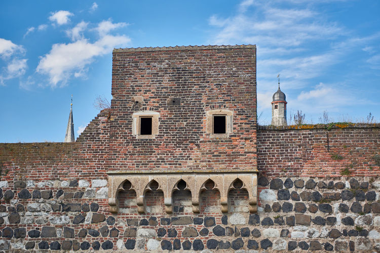 Medieval Townwall of Zons with church tower in the background Alley Blue Sky Castle Castles Colorful Germany Hisotric Love Medieval Medieval Architecture MedievalTown Pitoresk Rhein Rhine Tourism Touristic Travel Destination Vivid Zons