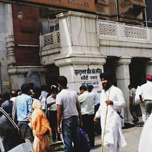 Passing through Chandnichowk in Olddelhi Newdelhi India . Gurudwara Incredibleindia Travel Everydayasia Dailylife Peoplewatching Seeninthecity Streetphotography Cityscene Ontheroad Traveltheworld Traveldeeper Streets Vscotravel Vscoeveryday Vscoindia VSCO