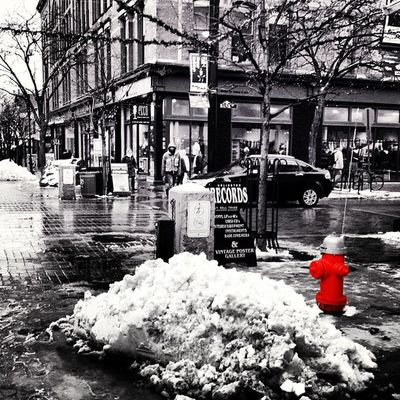 Pile of White Stuff! #btv #vt Hitamputih Ig_masterpiece IGDaily Streetphotography Firehydrant Snowwhite Blackandwhite Igworldclub Winter Vt Snow Btv Bw Insta_america Iphoneonly 802 Photooftheday Instagramvt Iphonesia Igharjit Picoftheday Vermontbyvermonters Vermont Igvermont Selective_coloring All_shots Captureeuphoria Bestoftheday Igersnewengland
