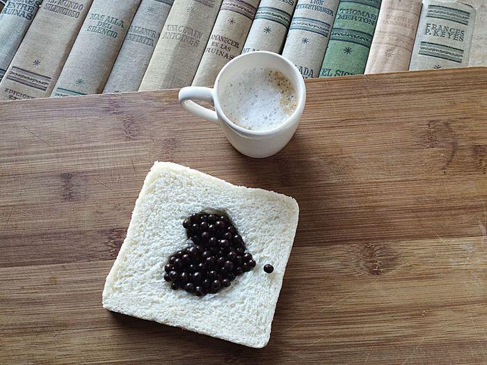 Bonjour... Un coffee&latte i un poc d' amor.. Amore... I una pizca de màgia..✨ Coffee CoffeTime Coffemy Coffe❤️ Xocolove Breakfast ♥ Xocolata Bombón Xocolat