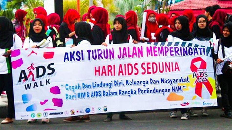 Cegah Dan Lindungi Diri, Keluarga, Dan Masyarakat, Dari HIV & AIDS Dalam Rangka Perlindungan HAM Surabaya Hivaids Hariaidssedunia Jawatimur Mahasiswa Aksi Turun Jalan Aidsday2015 AIDSDay
