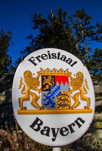 Freistaat Bayern Bayern Bayern Germany Bayerisch Bayerischer Wald Bavaria No People No Person Dreiländereck Neureichenau Dreisessel Dreisesselberg Germany Tree Text Sky Close-up Welcome Sign Information Signboard Information Sign Sign Arrow Sign