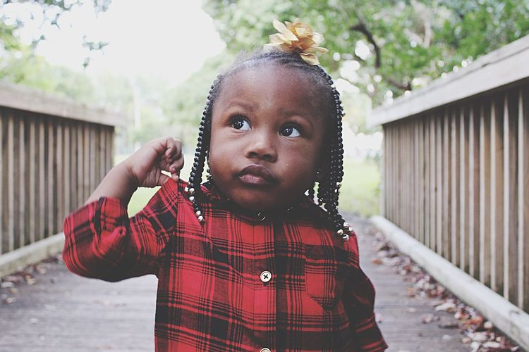 Innocence. Baby Oneyear Black Africa Braids Beads Eyes Bigeyes Innocence Open Edit Check This Out Taking Photos Photography Plaid Miami MorningSidePark Beauty Sibiling Siblings