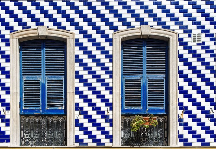 Azul y blanco Photo Street Lines Glass - Material Glass Windows Streetphotography Built Structure Building Exterior Architecture Window Building Day No People House Pattern Closed Blue Full Frame Outdoors Wall - Building Feature Low Angle View Glass - Material Residential District Wall Door