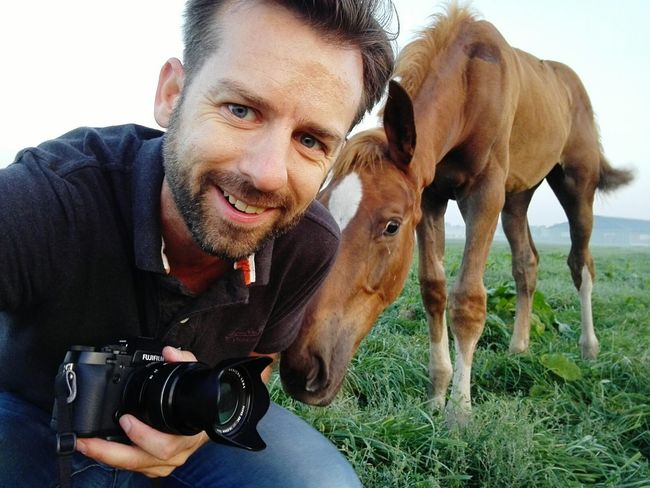The horse photographer. Photographer Photographers On EyeEm Dutchphotographer Holland❤ One Man Only EyeemSelfie Selfie ✌ Selfietime Selfieportrait Horse Photography  Domestic Animals Animal Animalphotography Being Checking Out Fujixt1 Photos Around You Eyeem Market EyeEmNature Lover EarlyMornings Dawn Of A New Day Huaweiphotography