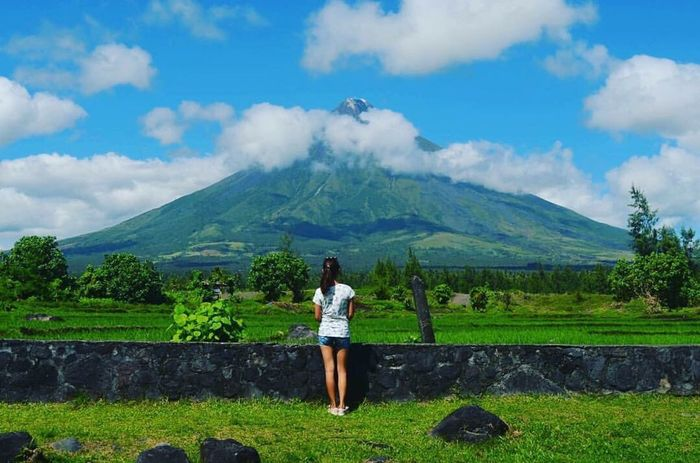 Say hello to Mayon Volcano 👋🏼 Nature Cloud - Sky Beauty In Nature Scenics Volcano Outdoors Philippines Long Goodbye