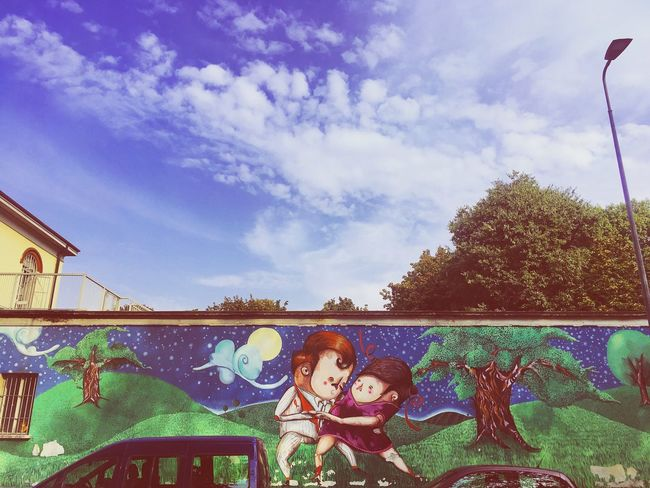 Dancing in the moonlight 🌙✨ Sky Cloud - Sky Cloud Day Outdoors Milan Milano Walkingaroundthestreet Walkingaroundthecity Myitaly City MadeinItaly Italy Travelling ✈ Streetphoto Streetart Streetphotography Wall - Building Feature Street Art Street Art/Graffiti Walking Around Colourful Wall Art Walls