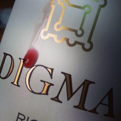 Esta Lagrima no es de Sangre , es de Felicidad por un Vino Magistral . Si hay alguna Pega es que se acabe...