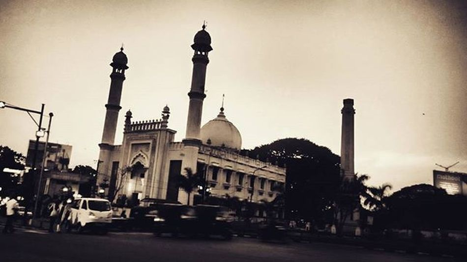 Palayam mosque!! An ode to an awesome crepuscule! Mosque Kerala Scenes Crépuscule Twilight City Traveller