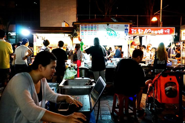 Embrace Urban Life Night Market Working At The Market Streetphotography Street Life Taiwan Style People Enjoy The New Normal Original Experiences Repicture Food Street Vendor Food Vendor Close Up Technology Visual Feast Neighborhood Map Food Stories Business Stories