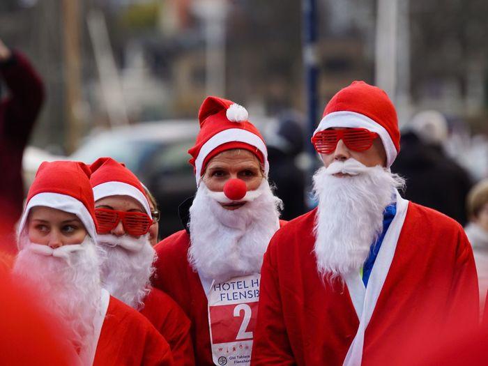 Santas Fun Run Charity Event Santas Run Celebration Event Weihnachten 2016 Für Den Guten Zweck Flensburg Christmas Flensburger Förde Santa Claus Rednose  Christmas Germany