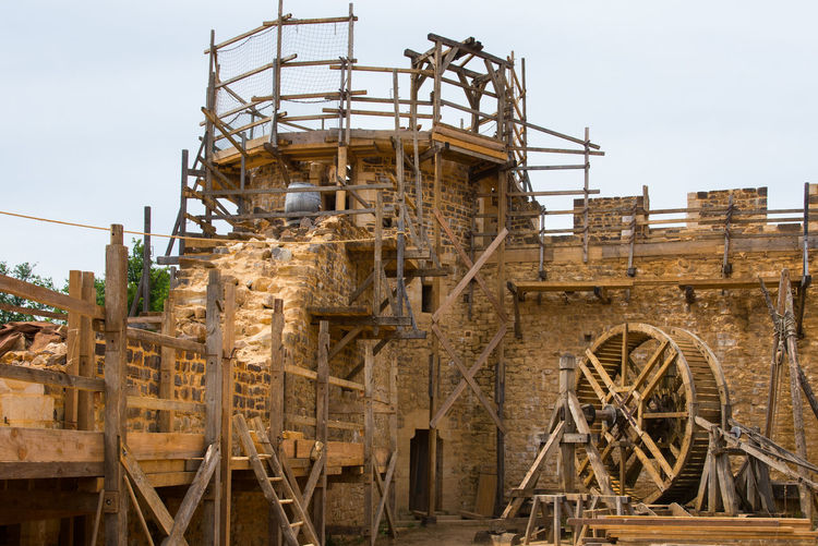 Stone Material Wood - Material Fortified Wall Fortification Medieval Medieval Architecture Squirrel Cage Medieval Medieval Architecture Castle Old The Past Tower Scaffolding Construction Incomplete Construction Site Crane - Construction Machinery