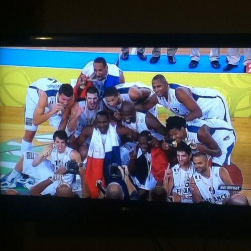 Nos champions ! Merci les gars vous le méritez vraiment ! TeamFrance Eurobasket2013