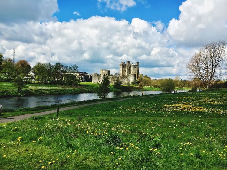 Trim castle Plant Sky Water Cloud - Sky Architecture Tree Nature Beauty In Nature Park - Man Made Space Outdoors Building Lake Growth Day Green Color No People Built Structure Grass Park Building Exterior Summer Exploratorium Focus On The Story