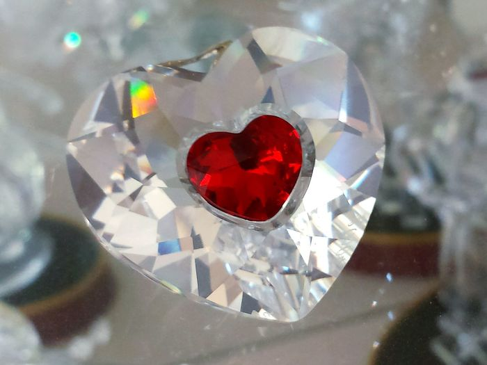 "Heart Shape Red Love Close-up Fragility No People Indoors  Freshness Day Ladyphotographerofthemonth Indoors  Red Crystal "" Schwebend es"" Herz Schillernd Crystalline Crystals Crystal Heart Crystal Clear EyeEm Diversity Art Is Everywhere"