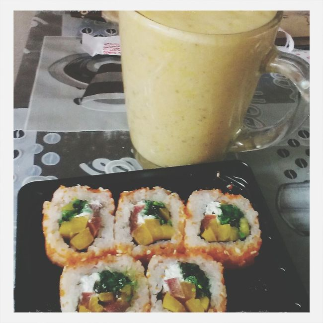 vegan sushi + fruit smoothie - what can be better