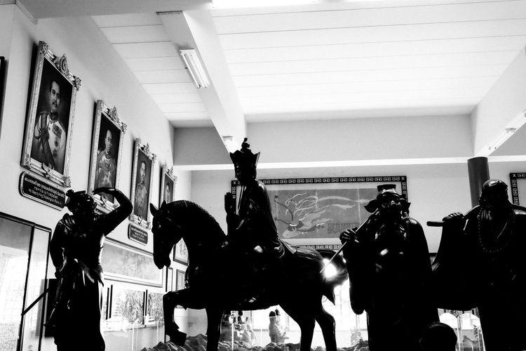Statue Blackandwhite Group Horse Human Representation Indoors  Journey Monkey King Streetphotography