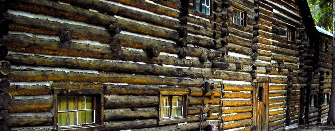 Hunting Lodge Vintage Building Historical Place Old Cabin Old Buildings Old Building Exterior Old Buildings Not Forgotten If These Walls Could Talk Cabin In The Woods Wyoming USA Story Within Story Old Architacture Buffalo Bill Old Log Cabin The Architect - 2017 EyeEm Awards