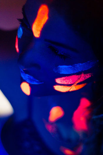 Neon Neon Lights Neon Colored Girl Neon Colors Neon Color Portrait Red Face Paint Multi Colored Spooky Eyelash Women Evil Close-up Human Lips Lipstick Lip Gloss My Best Photo The Portraitist - 2019 EyeEm Awards The Creative - 2019 EyeEm Awards
