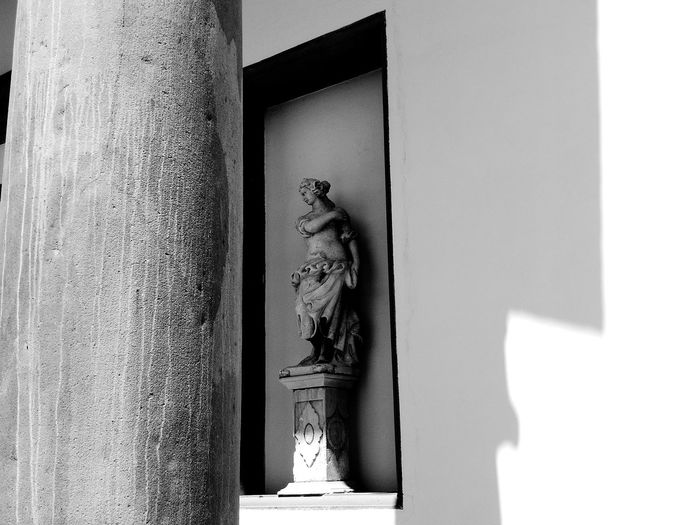 No People Architecture Built Structure Sculpture Day Statue Shadows And Light Black And White Photography Column