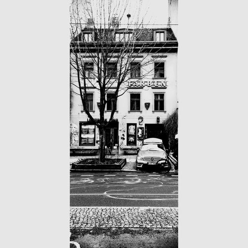 // Farben des Prenzlauer Berg - Colors of PBerg // Colors Cars Naturalized Façade Urban Landscape Urban Geometry Ekphrasis Und Alltag Streetphoto_bw Black And White People In Transit People In Niches Lerone-frames Lerone-doc My Fuckin Berlin Wintertime