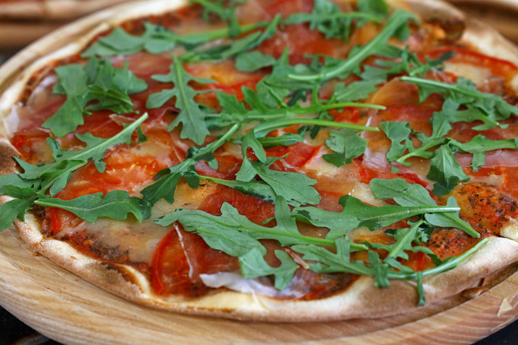 Close up whole pizza with tomato and arugula rocket salad Food Food And Drink Freshness Ready-to-eat Close-up Pizza Healthy Eating Arugula Vegetable Garnish Bread Selective Focus Leaf Serving Size No People Whole Wholegrain Rocket Salad Tomato Pizza Magaritha Italian Food