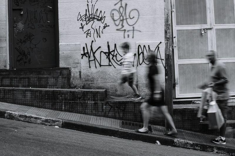 Foto por Roberto Jr © First Eyeem Photo São Paulo Blackandwhite Streetphotography Rua Pretoebranco Pb Urban Tags